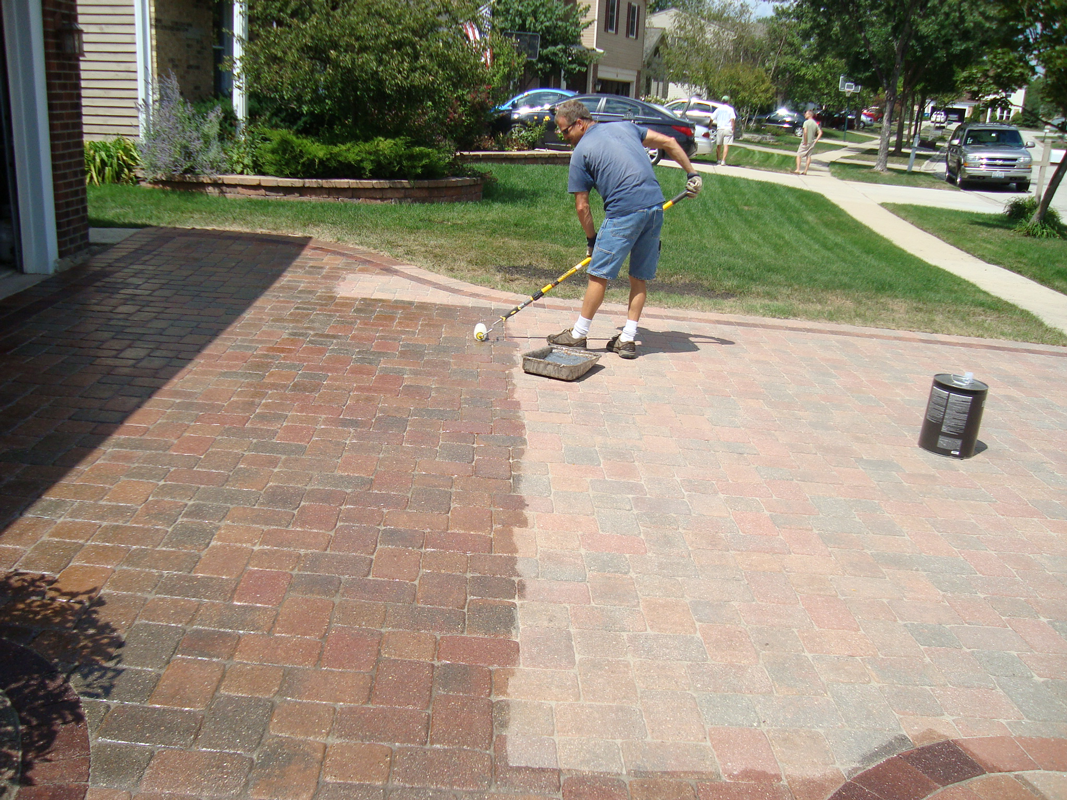 Cleaning patio pavers how to clean patio pavers patio for Cleaning concrete patio